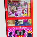 Mesin Capit Boneka Gambar Mickey Mouse